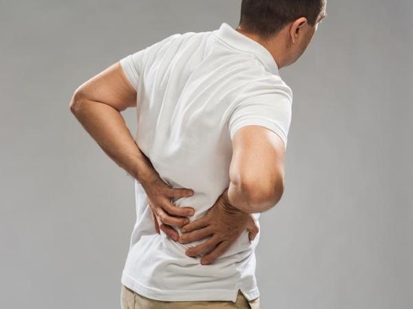 боль в желудке отдающая в спине